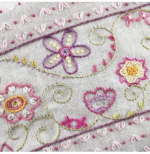 Un Chat dans l'aiguille Trousse Little Flower Pouch Kit by Christel Gouze Elbaz
